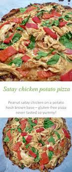 ideen zu pizza number auf filzgebundene b uuml cher a potato pizza crust topped peanut satay chicken spinach and peppers what could