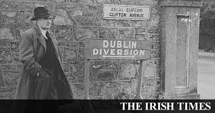 Flann O'Brien: <b>Man</b> of (many) <b>letters</b>, <b>man</b> of many <b>masks</b>