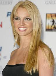 Britney Spears Long, Straight Hairstyle for Oval-Shaped Faces - britney-spears-long-straight-oval