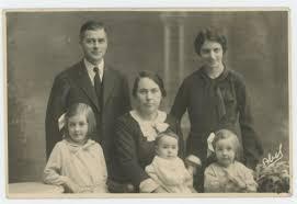 family essay traditional family essay