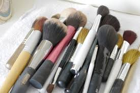 makeup brushes with baby shoo prepare the cleaning solution by using water roughly a tablespoon of gentle shoo you can also