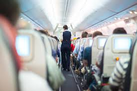 Специалисты рассказали, зачем в самолете гасят свет и ...