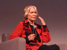the marvelous triple crown winner ellen burstyn agn egrave s films a w in the san francisco audience was upset that julia roberts won the oscar that year for erin brockovich instead of burstyn which is generally