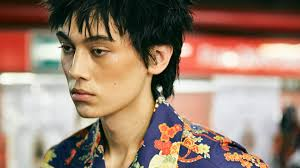 The <b>top</b> 10 <b>men's Hawaiian shirts</b> for <b>summer</b> 2019 | Vogue Paris