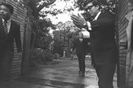「1974年 - 田中角栄首相が金脈問題で辞任表明。」の画像検索結果