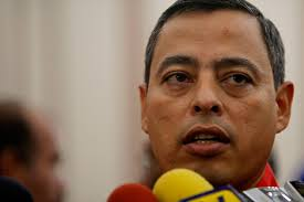 ... el ex gobernador del estado Aragua y ex ministro de Finanzas, Rafael Isea, instó al chavismo a hacer autocrítica luego de los señalamientos hechos por ... - 21isea630
