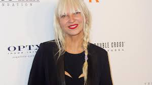 sia takes privacy seriously won t show her face video elusive sia turns her back to the audience during bizarre chelsea lately interview