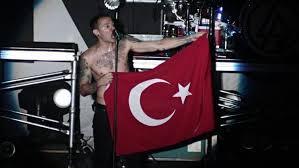 Linkin Park'ın solisti Bennington kendini astı