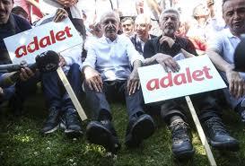 Koç Müzesi Kılıçdaroğlu'nun yürüyüş ayakkabılarını istedi