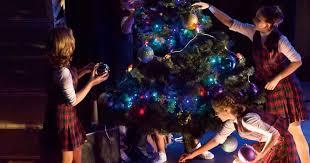 <b>Новогодние приключения маленьких</b> волшебников