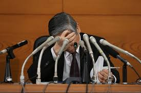 「頭を抱える黒田総裁」の画像検索結果