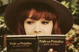 Resultado de imagen para chica con libros tumblr