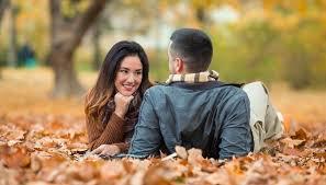 Hasil gambar untuk mendengarkan cerita pasangan