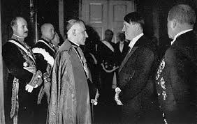 """""""El Vaticano ama a Adolf Hitler"""" - texto de Michel Onfray perteneciente a su libro """"Tratado de ateología"""" - en los mensajes link de descarga del libro completo Images?q=tbn:ANd9GcRhgwfN9fx8vkerLqivo5VSKlek9RA-vLtXM2cZUcAu-bzsCTdenA"""