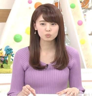 紫の服の宮澤アナ