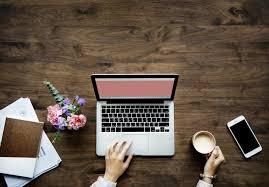 Czym jest staż pracy oraz jakie okresy są do niego zaliczane?