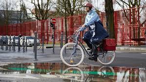 9 советов: как кататься на велосипеде под дождем