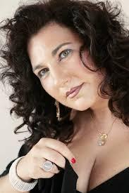 Patrizia Patelmo, vincitrice di numerosi concorsi tra cui l'International Voice Competition L. Pavarotti, ha cantato nei più prestigiosi teatri entusiasmato ... - Patelmo