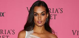 Victoria's Secret Model Gizele Oliveira Spills Out Of <b>Sexy</b> Red ...