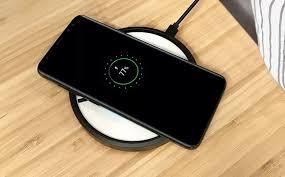 Какие <b>телефоны</b> можно заряжать <b>беспроводной зарядкой</b>