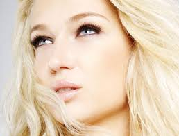 <b>Jana Wall</b> ist Model und Sängerin – und die beliebteste Lokalistin mit 75.000 <b>...</b> - jana-wall-im-beauty-talk-auf-keinen-fall-zu-viel-schlafen!_ng_image_full