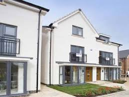 consisting of 11 contemporary style three and four bedroom homes designed to provide maximum space and natural light each has a practical open plan ground build home cotswold