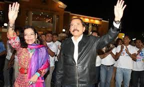 ... apoyó siempre a su esposo y duró años de pelea con su hija. En 2004, las dos mujeres se reconciliaron. (En la foto, Ortega y Murillo 2011) - danielortega