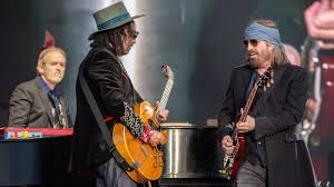 <b>Tom Petty's Heartbreaker</b> Bandmates and Daughters Discuss His ...