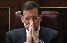 Resultado de imagen de foto de Rajoy rezando