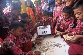Image result for anak membantu bencana