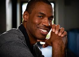 Eerder deze week kwam Jason Collins uit de kast. 'I'm a 34-year-old NBA center. I'm black. And I'm gay', verklaarde de Amerikaanse basketballer in het ... - jason-collins