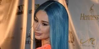 <b>Голубая</b> лагуна: <b>Игги</b> Азалия в ярком платье и с новым цветом ...