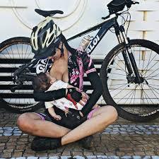 Resultado de imagem para mulher em bike amamentar