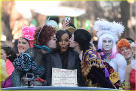 kerry washington throws pie at fake donald trump s face at kerry washington throws pie at fake donald trump s face at harvard s hasty pudding event photo 3562861 kerry washington pictures just jared