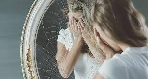 «<b>Подросткам</b> попадает в глаз осколок <b>зеркала</b> тролля, и они не ...