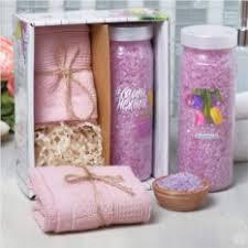 Подарочные <b>наборы</b> для женщин. Недорогие подарки до 1000 ...