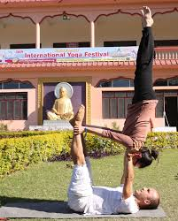 photo essay international yoga festival yoga in chai in the garden turns into yoga play new friends