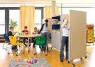 Nykyaikaisen koulun huonekalut