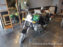 royal enfield to continue focusing on its core strengths 2017 royal enfield classic 350 bsiv reaches dealership front three quarter