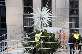 Rockefeller Center unveils <b>2018 Christmas</b> tree star