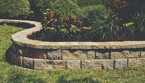 <b>RockWall</b>® Large - Pavestone - Creating Beautiful Landscapes
