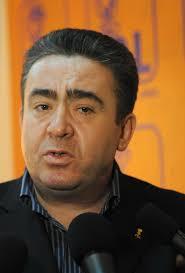 Gheorghe Ciobanu si-a dat demisia din PDL prin intermediul consilierului sau, Ramona Olteanu care a dus la sediul partidului atat demisia deputatului, ... - Gheorghe-Ciobanu-deputat-2