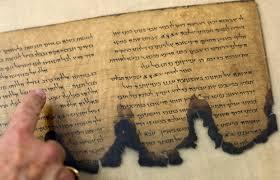 Resultado de imagem para imagens de manuscritos do mar morto