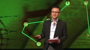 diễn thuyết trước đám đông thường sử dụng mic trợ giảng không dây