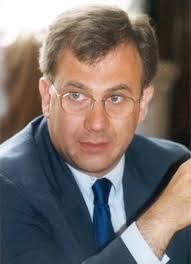 Angelo Scavone. Nato il 20 novembre 1956 a Roma. Dal 1974 risiede a Bologna dove si è diplomato (1975, Liceo Classico M. Minghetti), laureato (1980, ... - scavone