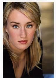 Ellie wird von <b>Ashley Johnson</b> vertont und Joel von Troy Baker: - 2218