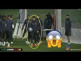 Juventus Vs Valencia Cristiano Ronaldo Segna da Dietro la Porta ...