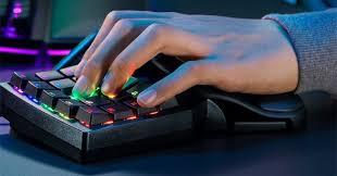 Компания <b>Razer</b> представила <b>кейпад Tartarus Pro</b> с аналоговыми ...
