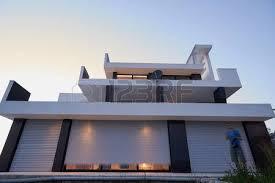 Illuminazione Ingresso Villa : Illuminazione giardino foto royalty free immagini e