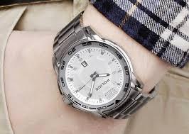 Đồng hồ nam đeo tay đang được yêu thích.